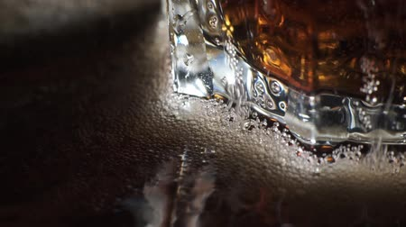 liquor : Cola and ice in glass