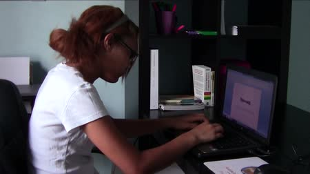 komputer : Homeschool student doing school work  Wideo