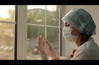 cerrahi : woman doctor in medical mask window.