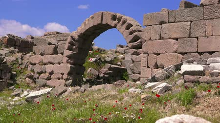 акрополь : Ruins of Pergamum in springtime,  Bergama, Turkey