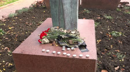 judaizm : Flowers at the Monument to the Victims of the Chisinau Ghetto, 18.10.2017, Moldova