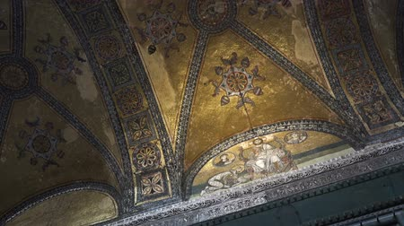 plated : ISTANBUL, TURKEY - Oktober 6, 2017: Hagia Sophia Museum, mosaic artwork, gold plated fresco on wall Stock Footage