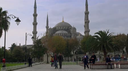 mesquita : Square on the area of Sultan Ahmed, Istanbul, on November 11, 2016 Vídeos