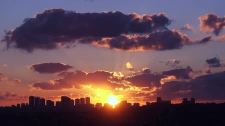raios solares : Time lapse beautiful sunset over city,  Turkey, Istanbul Stock Footage