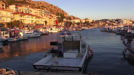 Эгейский : Cesme, Turkey - October 5, 2013: Marina dock of the resort town on the Aegean Sea Стоковые видеозаписи
