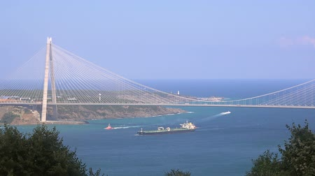 süspansiyon : Yavuz Sultan Selim Bridge on the  Bosphorus,  Turkey, Istanbul Stok Video