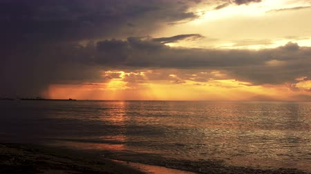 refletindo : Beautiful sunset at the sea beach, amazing colors, light beam shining through the cloudscape, Greece, Halkidiki
