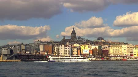 boynuzları : TURKEY, ISTANBUL - DECEMBER 3, 2016: View of the Golden Horn - bay of Bosphorus