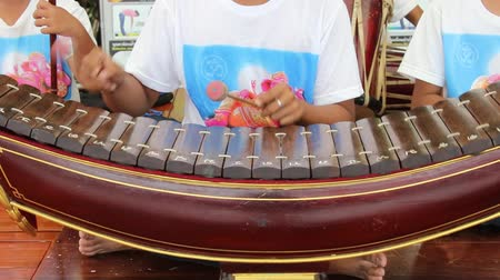 playing band : Thailand Thailand instrument caused by people themselves and imitate other people. A lot closer to Thailand since ancient settlements in the territory of the Kingdom eag Wuhan China today.