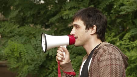 кричать : Man with a megaphone