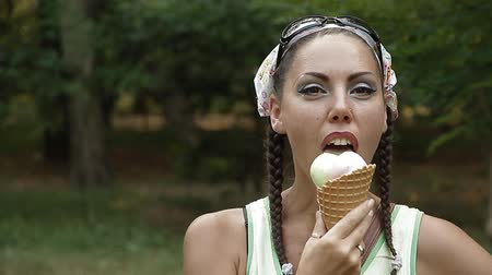 льдом : Woman eats ice-cream Стоковые видеозаписи