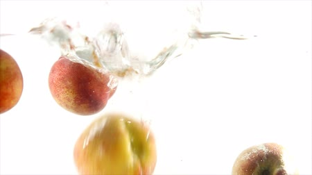 brzoskwinia : Splashing natural peaches