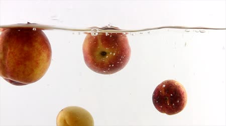 brzoskwinie : Splashing natural peaches and apricots