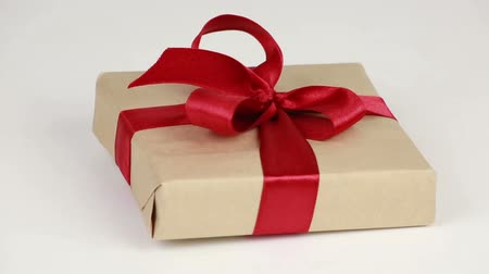 posta kutusu : Gift box with a red bow