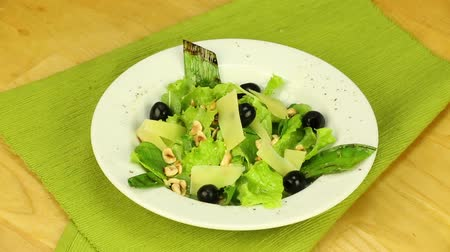 olive colored : Vegetarian dish with leeks and black olives
