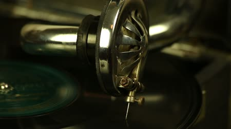 gramophone : Vintage gramophone plays a record Stock Footage