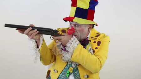 palhaço : Clown with shotgun