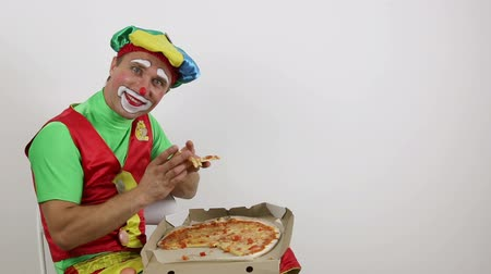 Clown eating pizza Dostupné videozáznamy