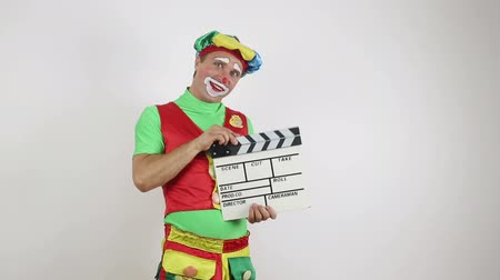 Clown with a movie clapperboard Dostupné videozáznamy
