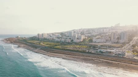 izrael : Aerial view of coast in Haifa. Urban top view with azure ocean rippling waves 4K Stock mozgókép