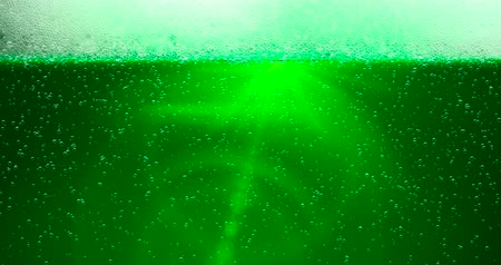 irsko : St. Patricks Day Green Beer background with lens flare. For festive pub party event. 3d render, loop 4k Dostupné videozáznamy