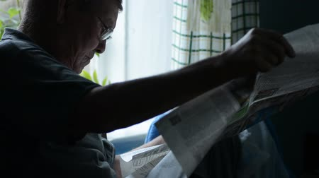 emekli : Active retirement, senior man with reading newspaper