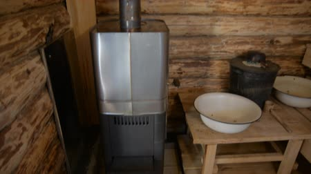 rendelenmiş : Wood stove in the Russian bath. Interior of a bath with round logs Stok Video