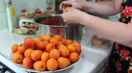konserve : In the Polish kitchen. Preparing a delicious apricot jam.