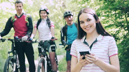 cyclists : Young woman with smartphone