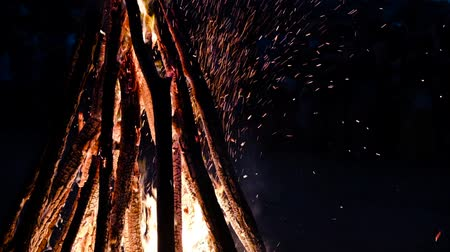 harcerz : Numerous sparkles come out of the bonfire against the darkness of a night. Slow motion
