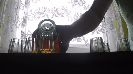 viski : Glass carafe decanter with whiskey