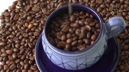 bögre : Coffee beans in the blue cups