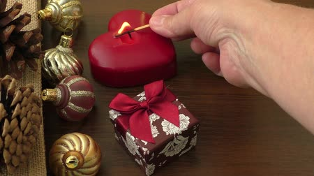 yanmak : Hand lighting christmas candle Stok Video