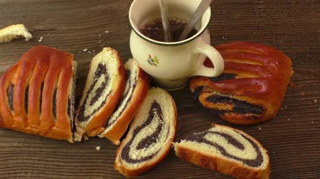 makowiec : Roll with poppy seeds and coffee for breakfast Wideo