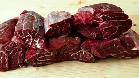 gulasz : Raw breef meat on wooden table