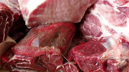 açougue : Different types of raw meat and beef. Raw meat on wooden table. Vídeos