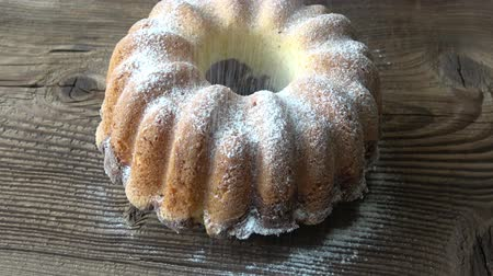 kasza manna : Rustic style bundt cake sprinkled with sugar