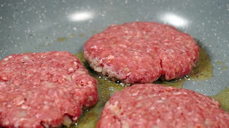 queimado : Hamburger cutlet, fried in a frying pan.