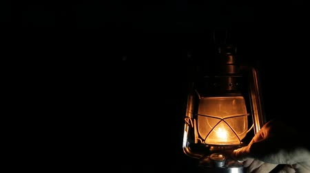 lampa naftowa : the kerosene lamp at the night