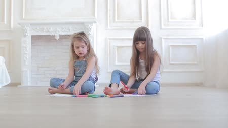 гуашь : two little girls draw