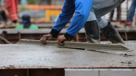 миномет : Industry construction men workers with tool concrete mix on floor construction