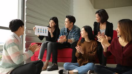 studenti : Asian People Startup Diversity Teamwork Brainstorming Meeting Concept