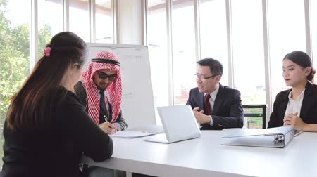 blahopřání : Business success picture of the contract  meeting asian team and Arabic man write signature on document in office room Dostupné videozáznamy