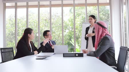 gratulací : Business meeting Asian team and Arabic man employee women presenting his ideas in office room
