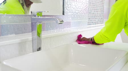 dienstbode : Employee woman worker clean white bathroom Stockvideo