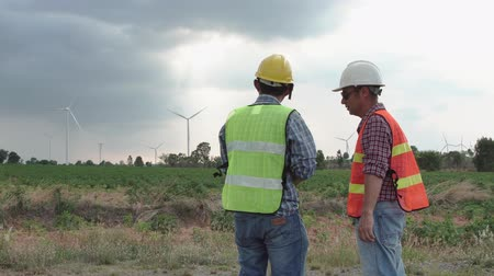 obnovitelný : Asian two men engineer projects the work near the wind turbine Dostupné videozáznamy