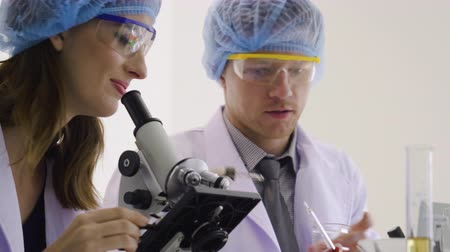 farmacologia : Scientist team working test in laboratory Stock Footage