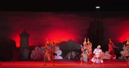 siamês : NAKHONRATCHASIMA, THAILAND - DECEMBER 8, 2019:Thai masked dance drama called Khon performed ,Thai Cultural Show outdoor on-site stage performance