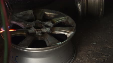 ayarlama : Industry Alloys wheels in preparation for repair, maintenance Stok Video