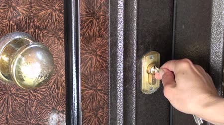 Openning a door lock with keys